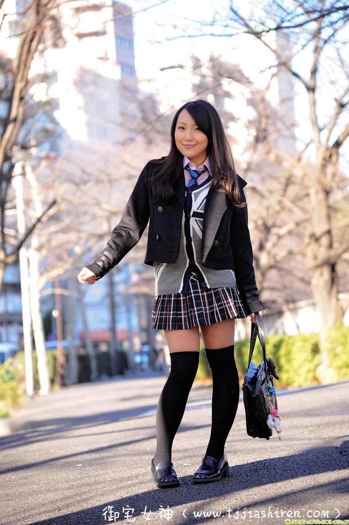 日本人气写真偶像有川知里(ありかわ ちり)肉弹形的爆乳身材 、制服美少女天国!