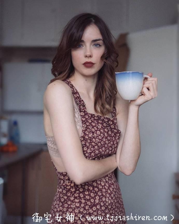 """英国""""三版女郎""""丹妮尔·夏普(丹尼尔 夏普、Danielle Sharp)性感内衣模特儿,被英国杂志选为「最性感童颜乳娘学生妹」完美身材,演绎性感极致酮体诱惑!"""