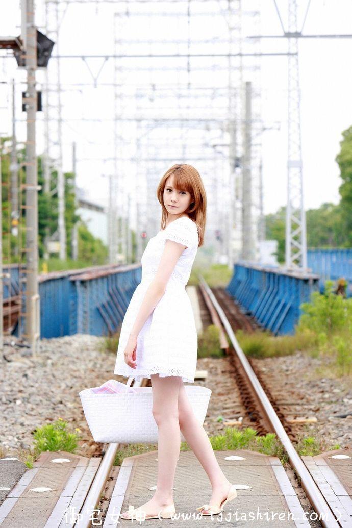 日本超美混血女神トリンドル·玲奈(特林德尔·玲奈 , Reina Triendl),模特儿界颜值超高甜美小姐姐气质独特,最美长腿让人流连忘返!