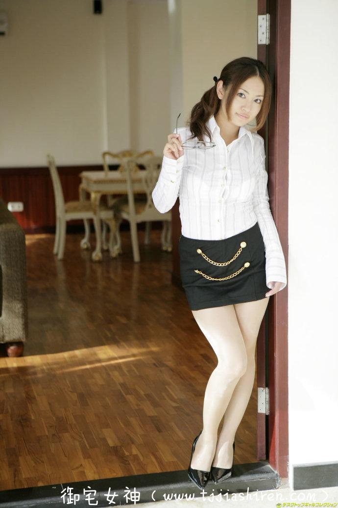 岛国写真女星兼女艺人二宮歩美(二宫步美 , Ayumi Ninomiya),童颜巨乳系性感好身材完全藏不住,火辣私房写真集!