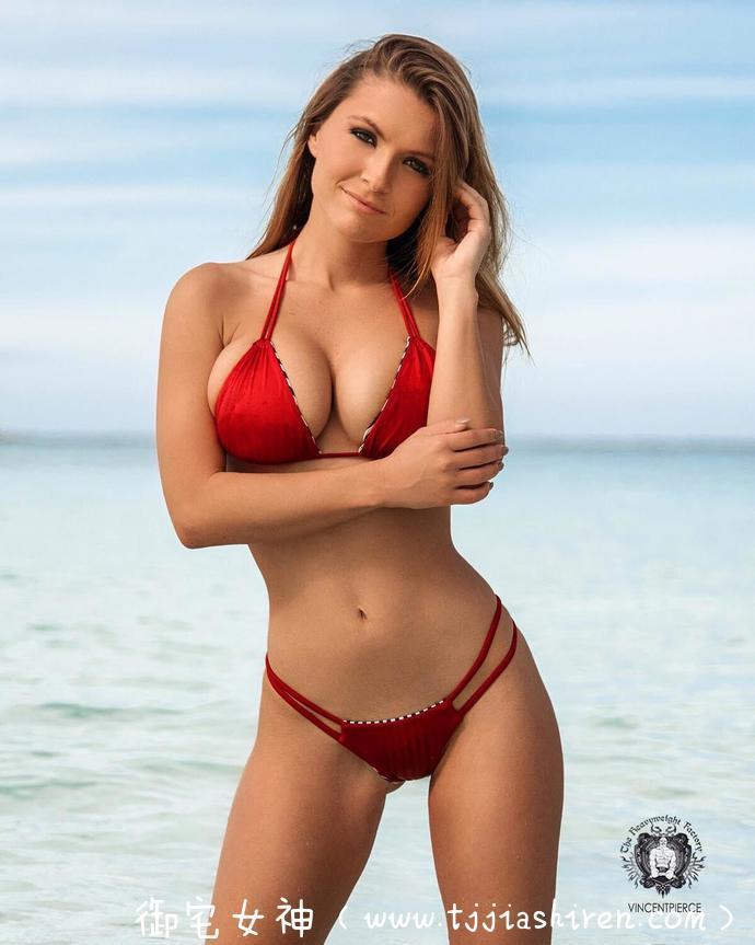 美国炫富赌王DanBilzerian生活超级奢靡,身边的火辣嫩模Sofia Bevarly三点式泳衣身材脸蛋超级猛!性感美体双乳浑圆太撩人!