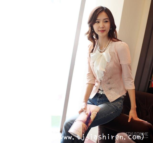 韩国时尚界顶级人气服装模特金雅然(김아람),外貌清新自然而又高贵典雅的形象完美诠释了古典美人与现代美人的共同特点,受到韩国最大服装品牌Styleonme青睐成为其形象代言人,因国内淘宝商家采用金雅然的广告作为宣传被网友戏称淘宝第一模特!