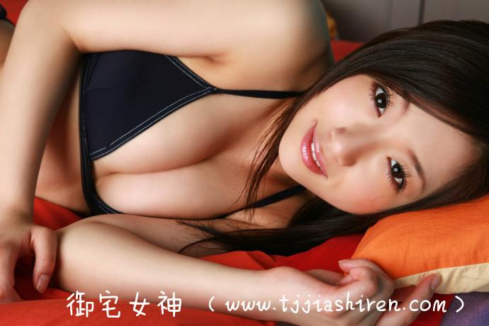 日本清纯系写真偶像大友小百合(大友惠)堪称清新程度突破天际的高颜值美女,「童颜制服妹」饱满色气满分视角送温暖,每一张照片白皙透彻视角都诱惑到心脏砰砰跳个不停!