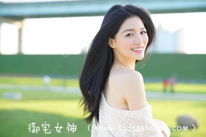 「SIRO-2969」台湾长腿小姐姐简书予(乐芙Love、陈建真),她不但拥有超级犯规的完美臀腰更是长出一双白皙大长腿,笑容甜腻镜头感十足让人瞬间沦陷!