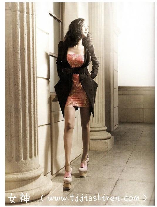 vdd083韩国演艺明星李素妍亲身参演大尺度电影处女作《丑闻》,剧中扮演年轻貌美身材诱人的清纯女子,播出之后很长时间受到韩国主流媒体非议!