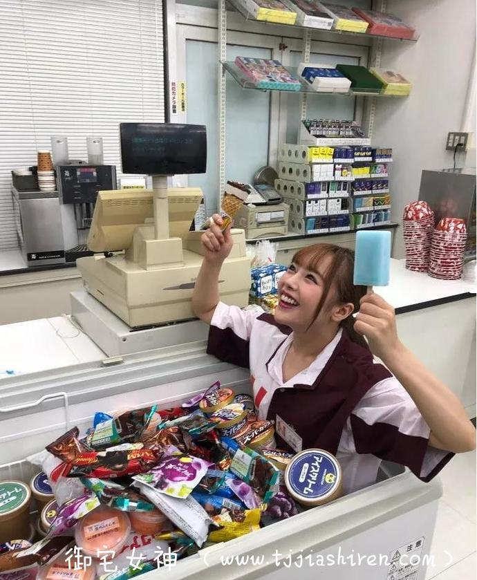 STARS-147,在便利店工作的店员小仓由菜上班时间耍弄客人,惨遭众人制服!