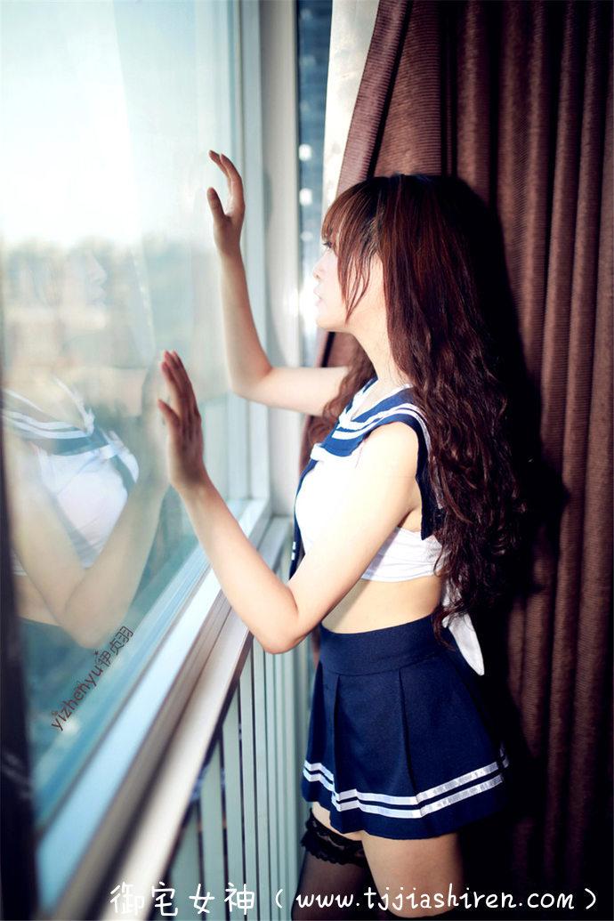"""中国内地首席知名""""袖珍""""腿模第一人伊贞羽,腿部黄金比例被粉丝誉为""""玉腿公主"""",水手制服丝袜美腿写真实力展示完美大长腿!"""