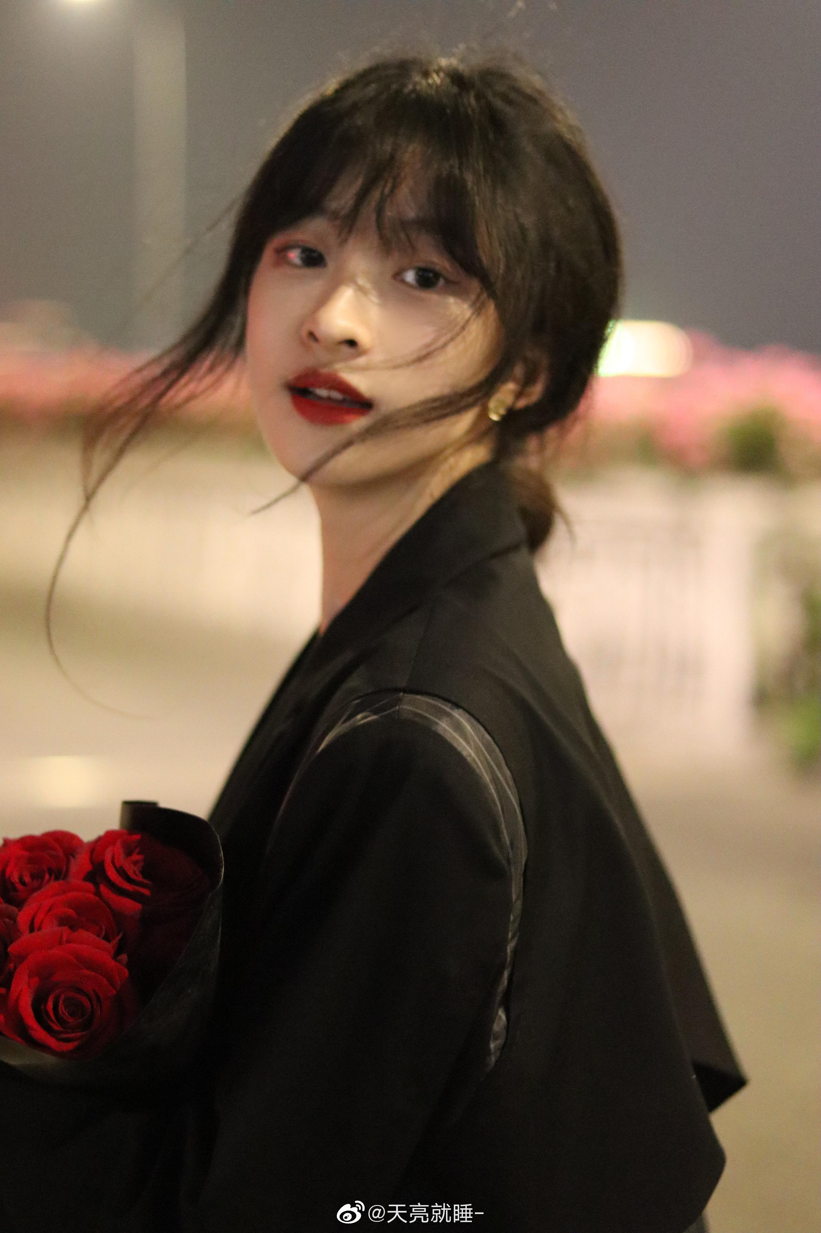 公主日记玫瑰到了花期我很想你美女
