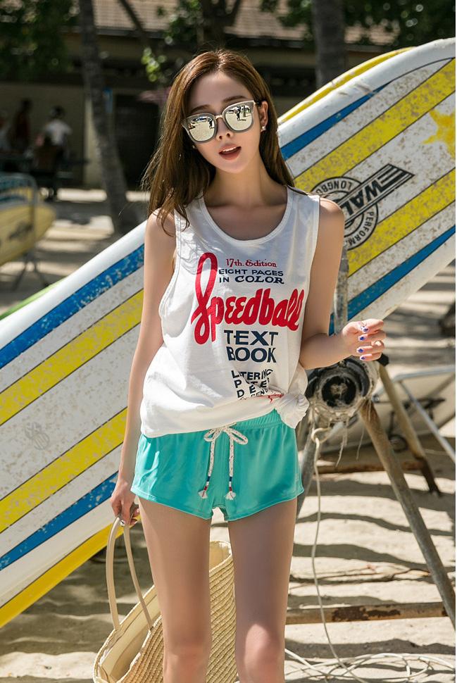 沙滩热裤,给人凉爽的感觉 妹子
