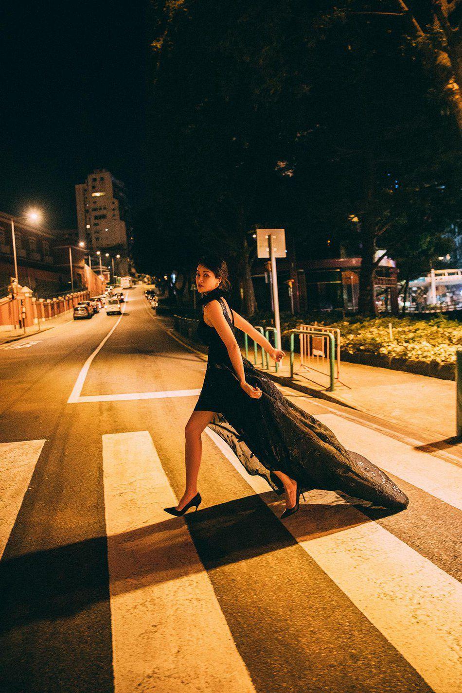 赵子琪黑色开衩长裙典雅大气性感港风街拍夜拍写真图片
