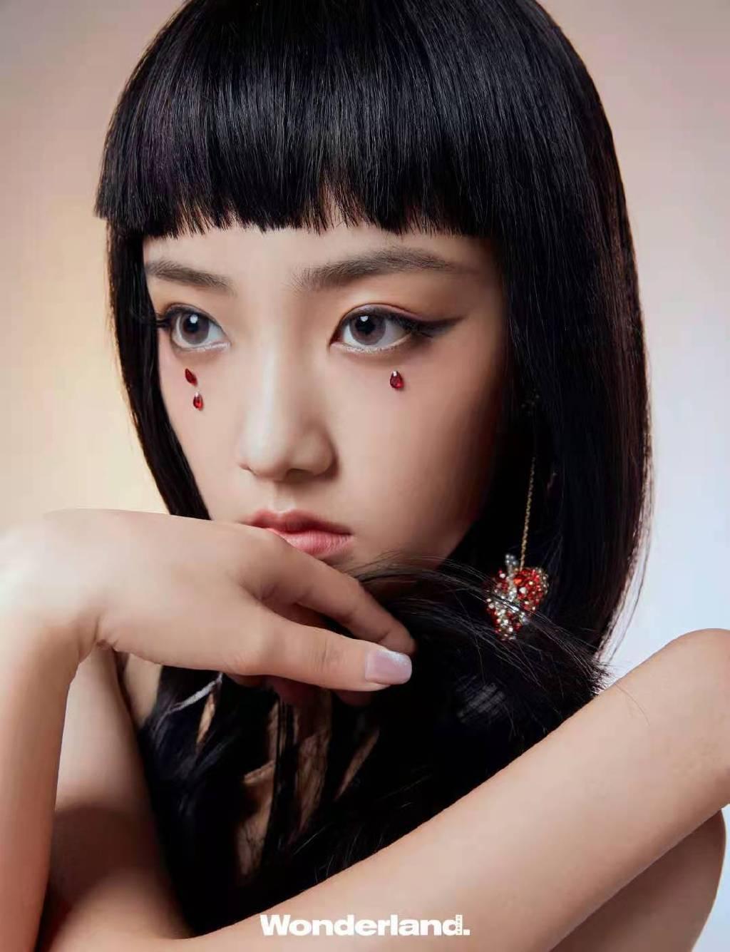 吴佳怡齐刘海发型清新养眼写真美照