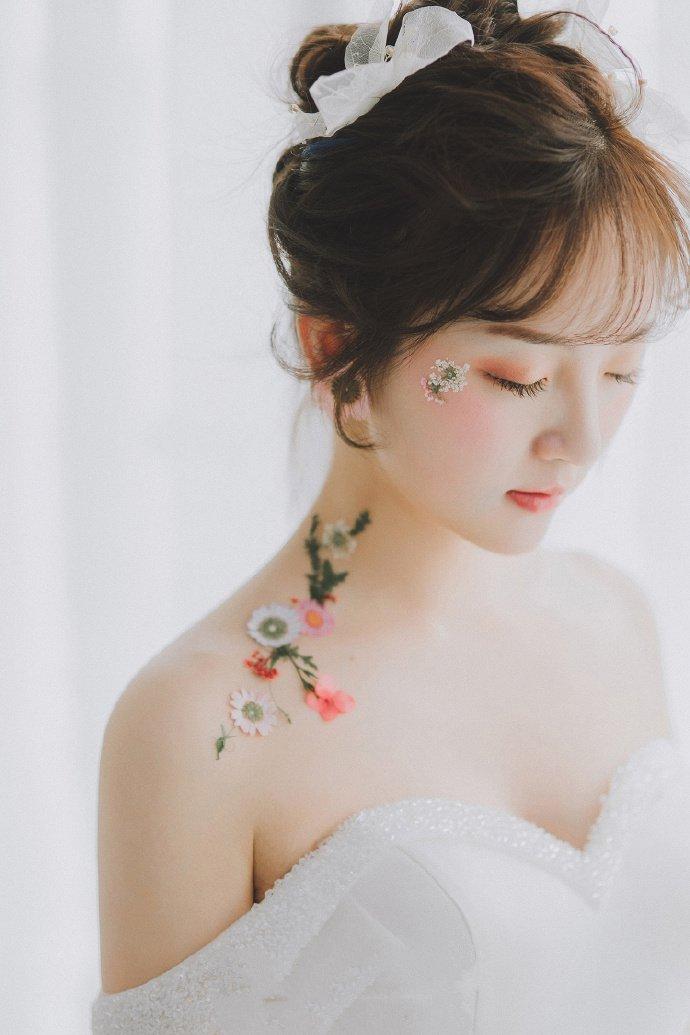 最美新娘发型空气刘海花朵盘发