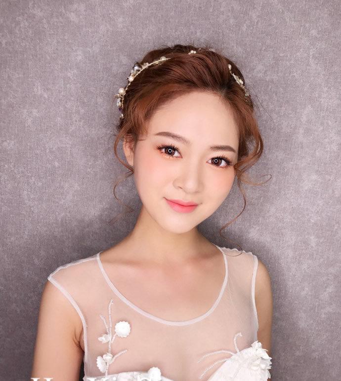 甜美又迷人的新娘盘头发型图片