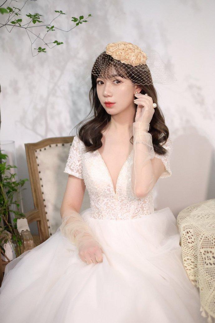 头纱新娘发型法式刘海中长卷发