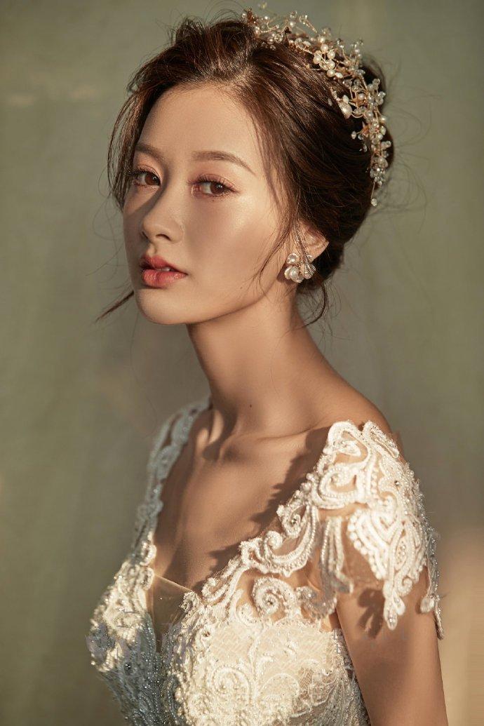 知性优雅的新娘发型四六分盘发