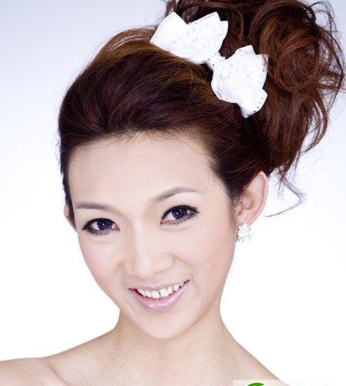 适合瓜子脸的韩式新娘盘头发型