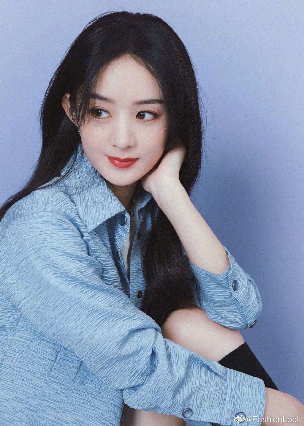 赵丽颖温柔淡雅水蓝色衬衫穿搭时尚写真图片