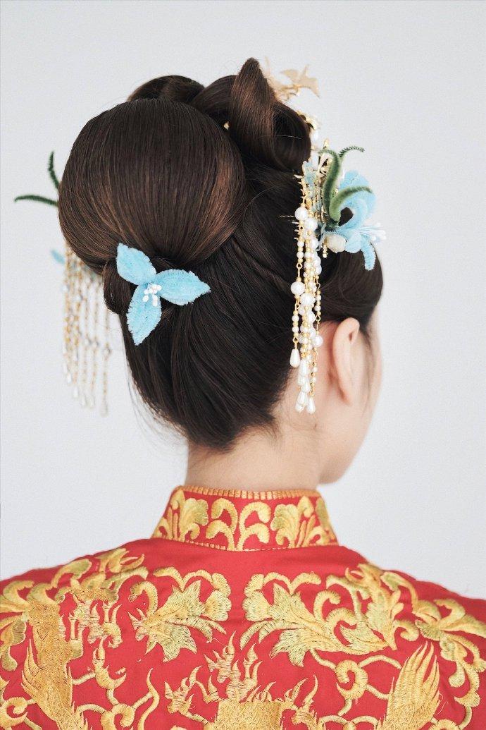 最流行的新娘发型卷筒包发图片