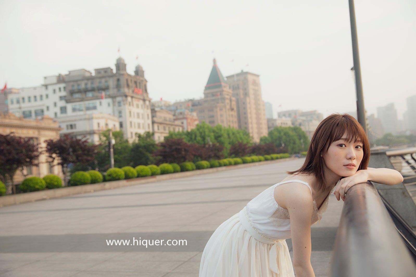 小池美波首部写真集将发售:在上海的公园里和大爷大妈打太极拳?! 福利吧 第1张