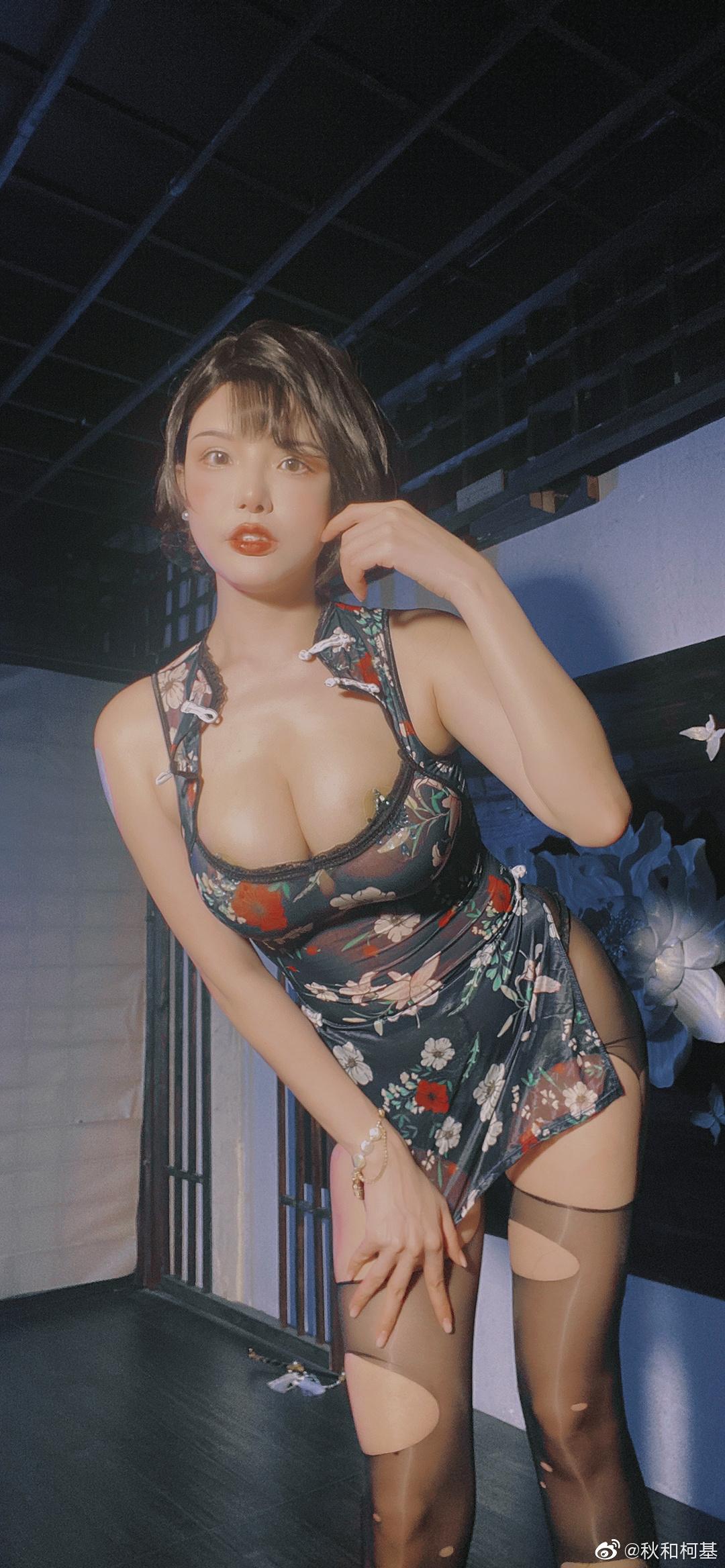 这见花旗袍是不是有点太漏了@秋和柯基 COSPLAY 热图6