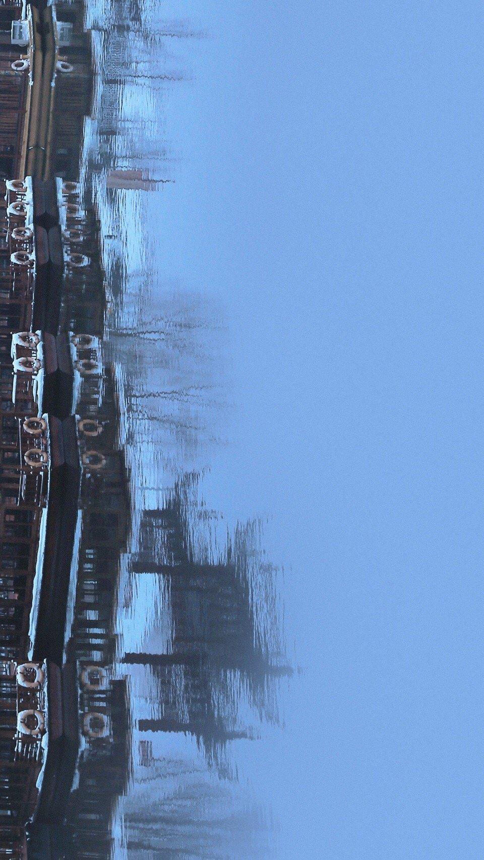 晓雪又逢金陵客,月落四野照人眠。 今日大雪。南京。 