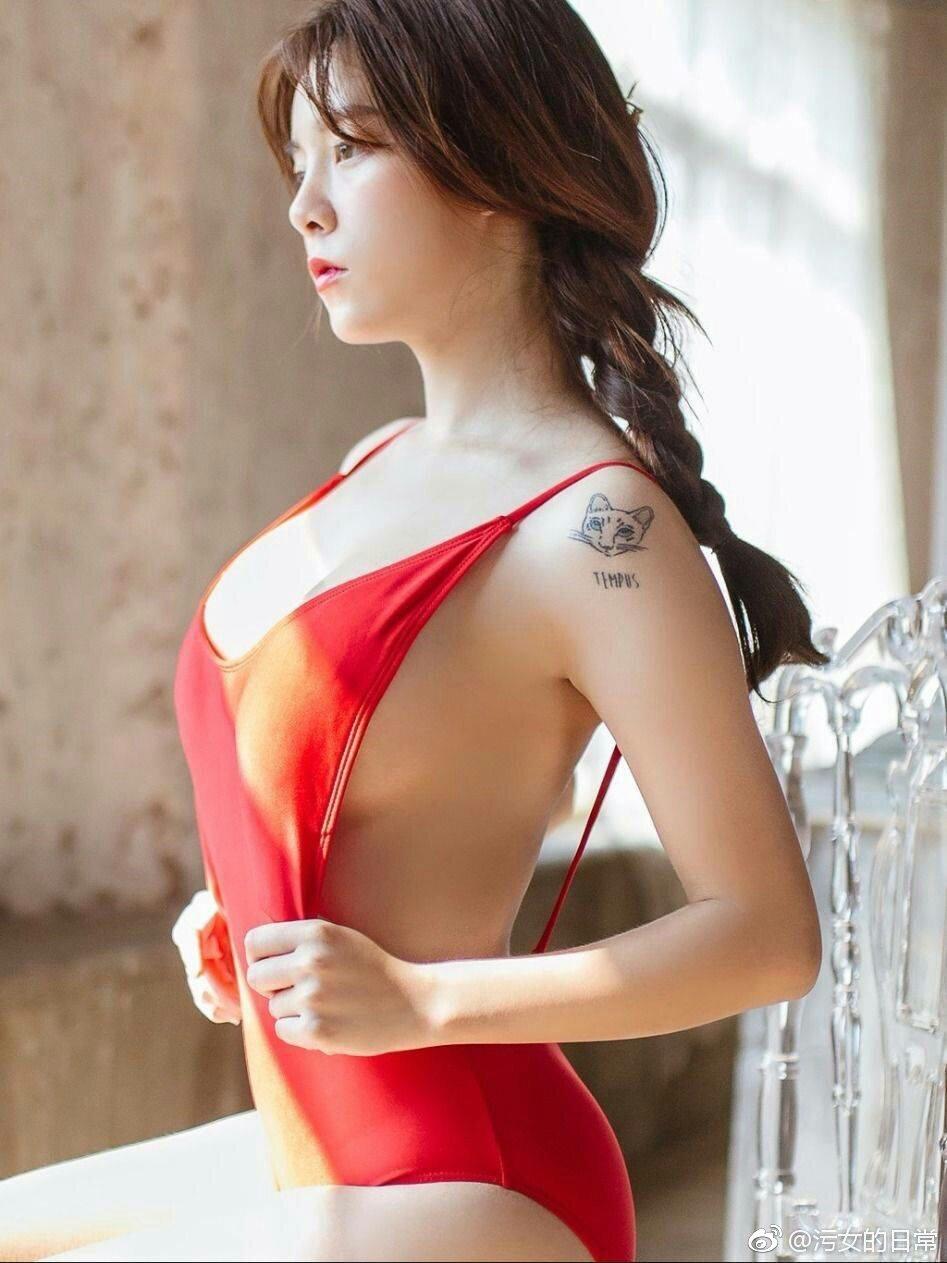 喜欢小奶狗的少女泰国妹子Suchada Pramoulka_美女福利图片