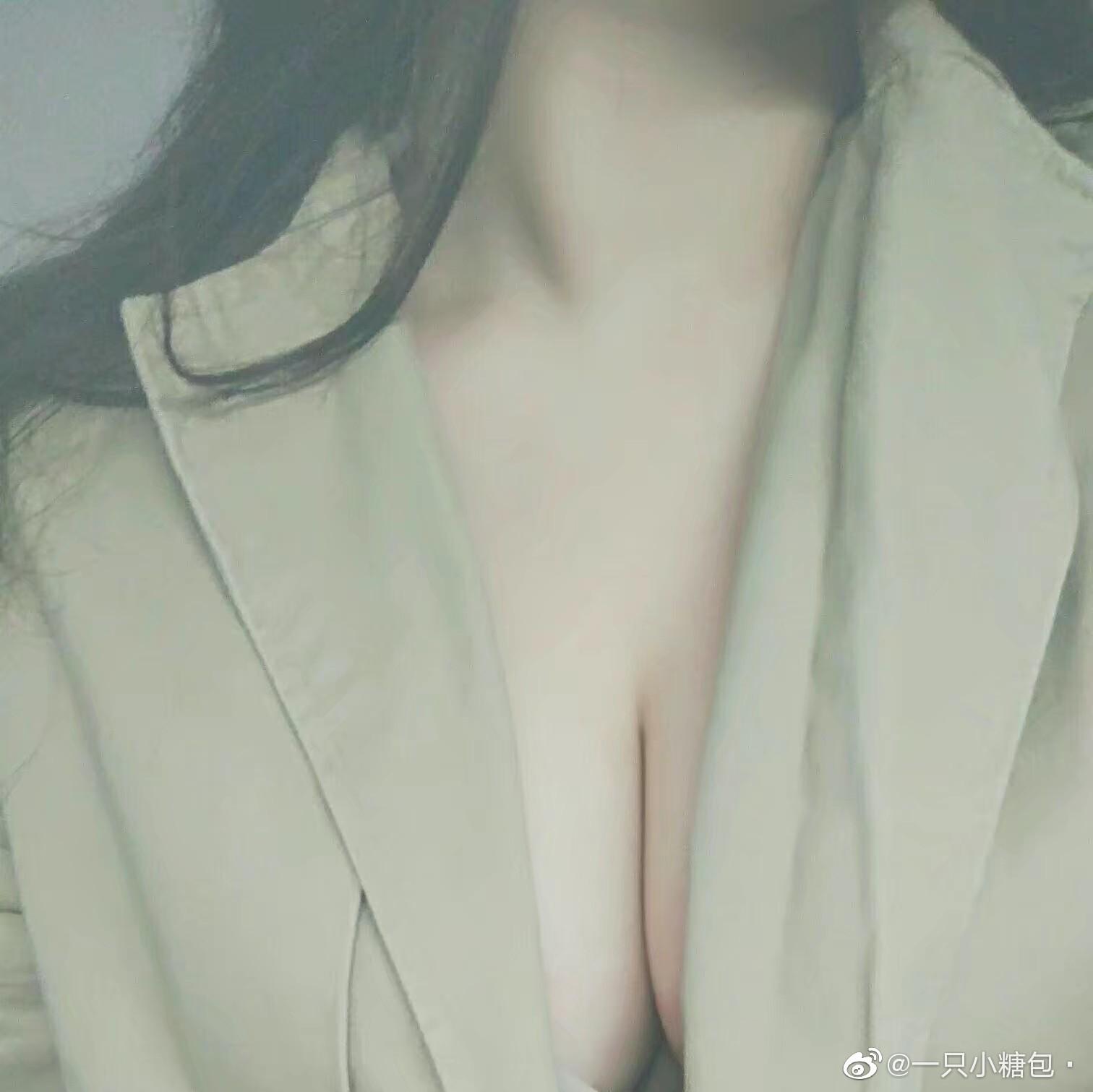 微博网友发起的晒图活动:想看36C胸部和年度肉感评选