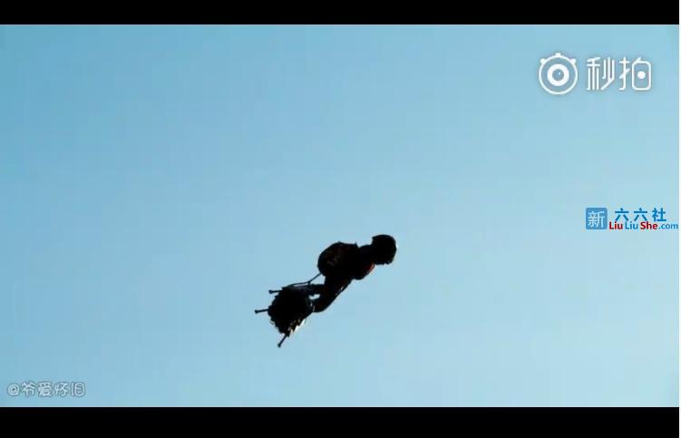 """黑科技:Zapata喷气飞行滑板,带你像""""钢铁侠""""一样飞向天际"""