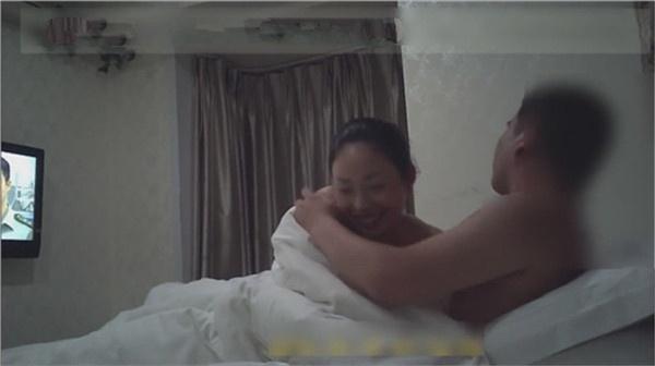 和单位人妻女同事宾馆开房30如狼40如虎大家猜猜这浪货多大了[1V/203MB]