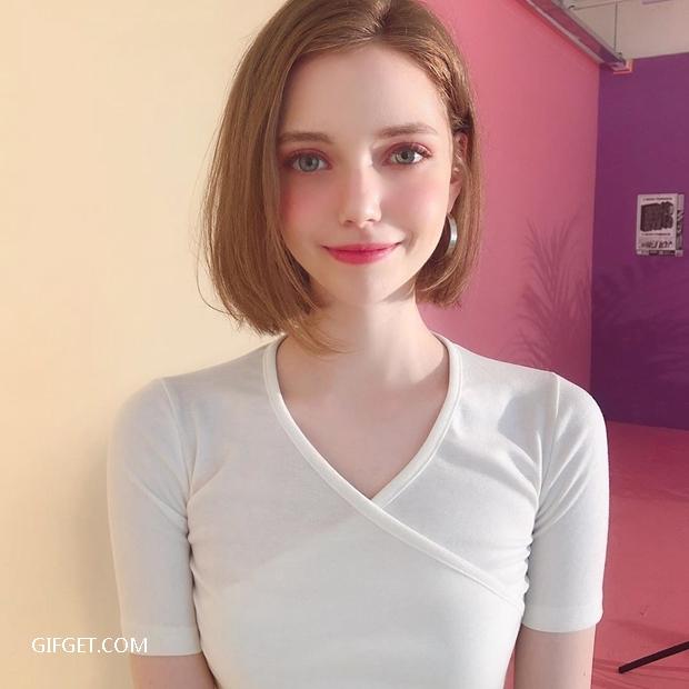 德国正妹Chloe如同洋娃娃一般美艳动人