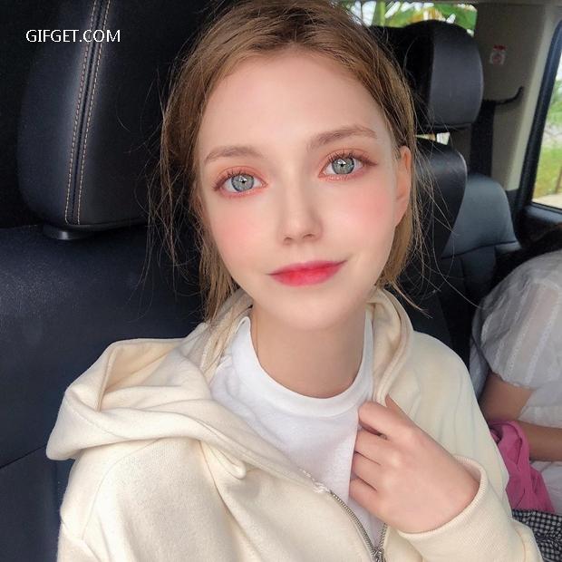 德国正妹Chloe如同洋娃娃一般美艳动人 妹子图 热图8