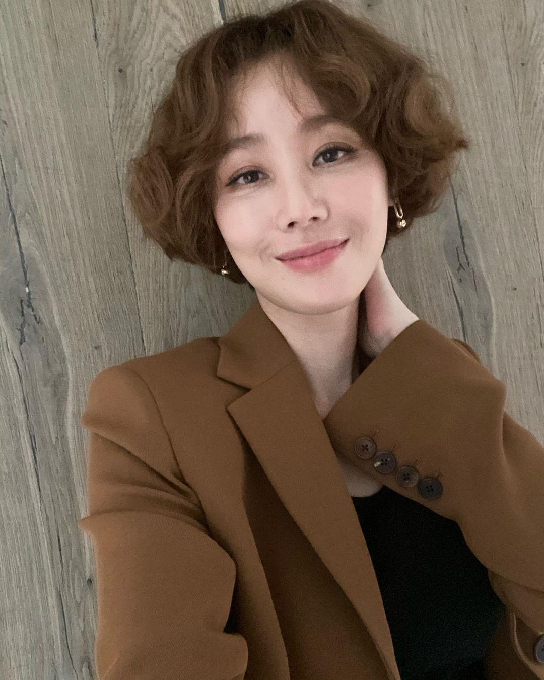韩国冻龄美女演员当道!除了《夫妻的世界》金喜爱外还有她们!插图(10)