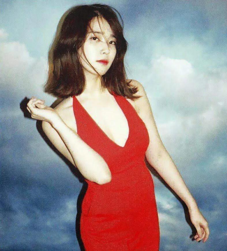 韩国当红偶像IU真是什么颜色都能驾驭啊!插图2
