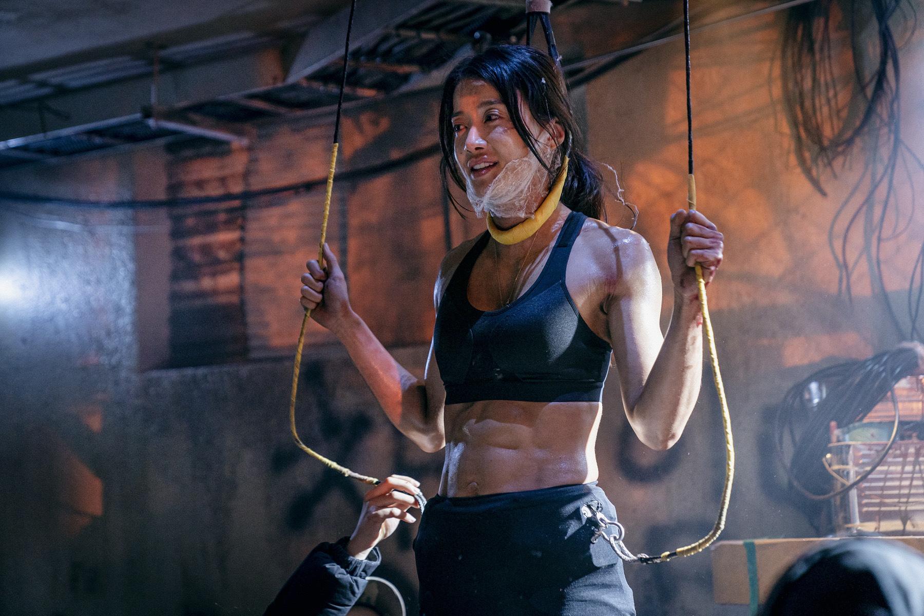 背肌还可以长这样?韩剧《甜蜜家园》演员身材引热议,38岁的她还曾是拳击冠军插图7
