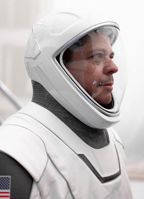 蝙蝠侠和金刚狼服装设计的设计师制作了SpaceX宇航员服