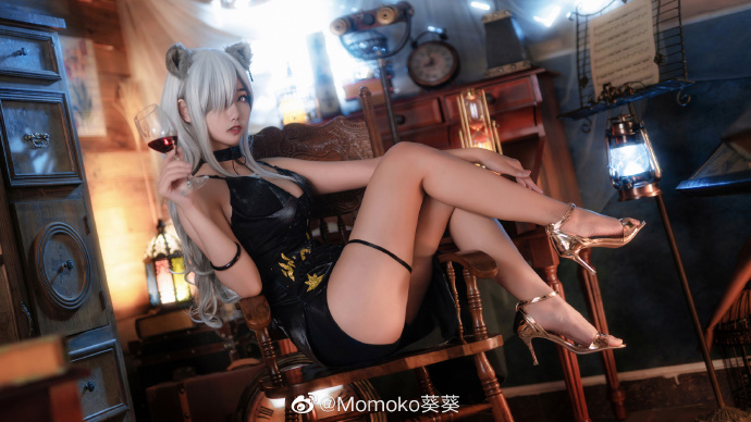 Momoko葵葵明日方舟黑色高贵礼服cos,这样的御姐你不动心吗