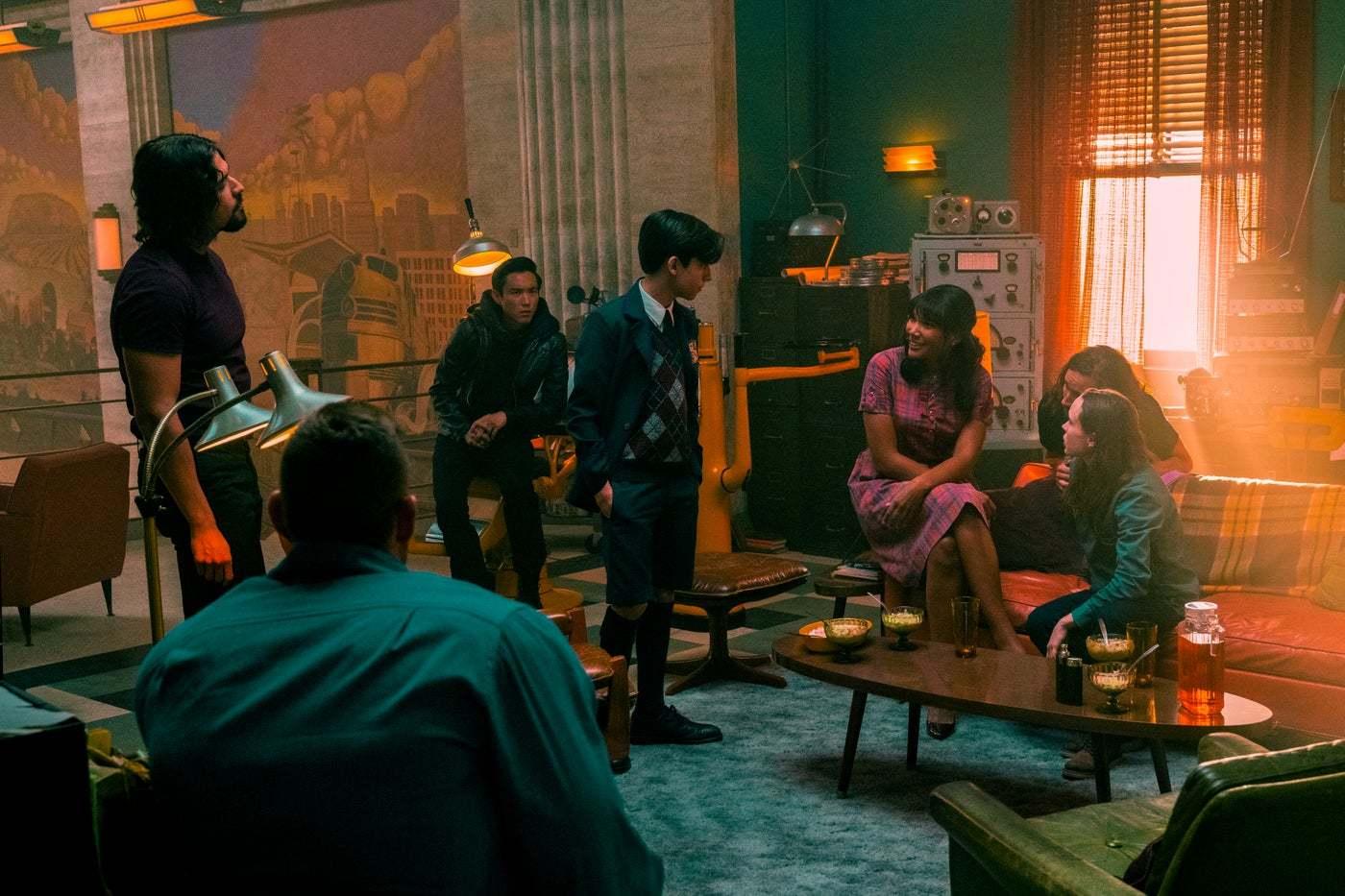 Netflix在《伞学院》第2季首映中透漏了相关剧情顺序