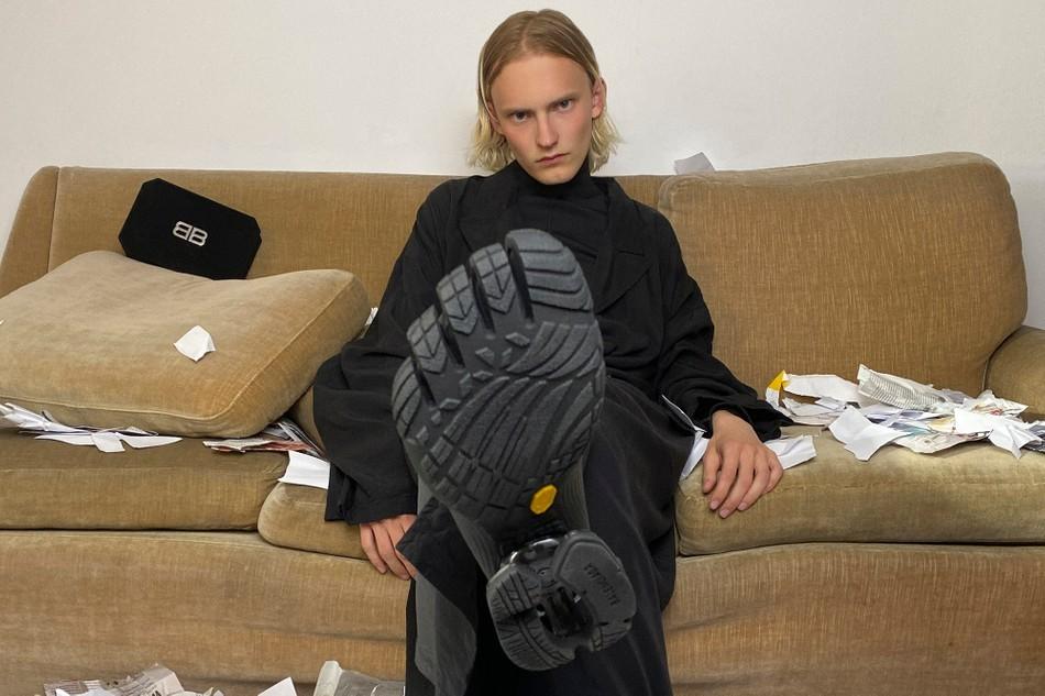 巴黎世家与Vibram合作打造Balenciaga Toe系列运动鞋