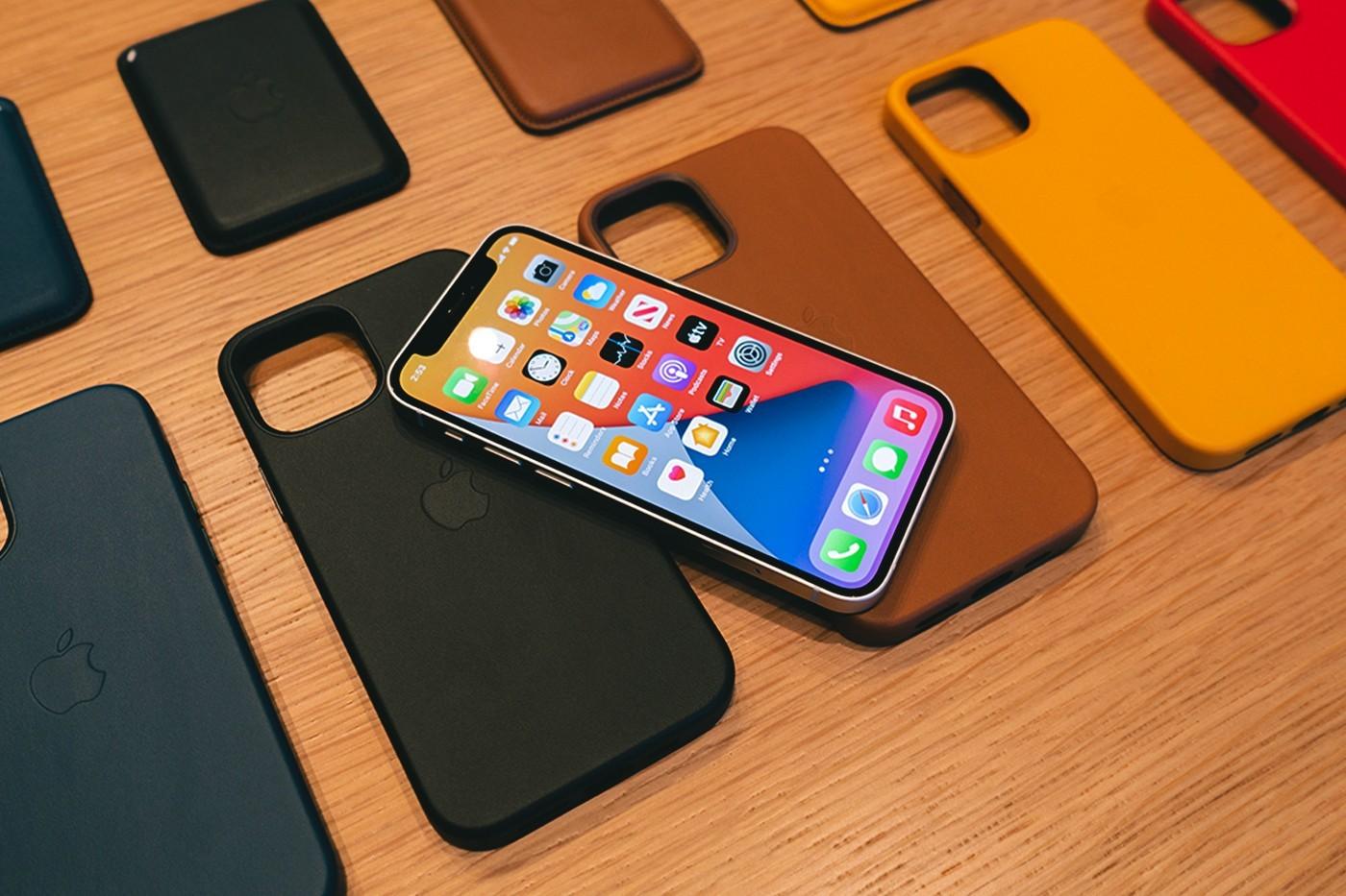 苹果推出iPhone 12 Studio进行MagSafe保护壳和钱包定制