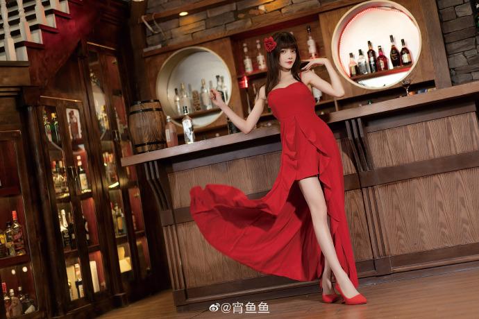 漂亮女孩系列,宵鱼鱼红色长裙写真