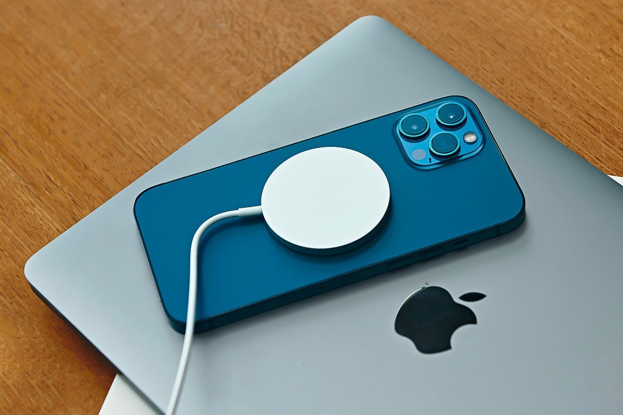 苹果公司申请了MacBook的两项无线充电专利