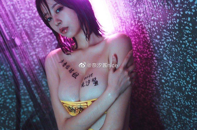 大胸妹子的广告位招租(9P)