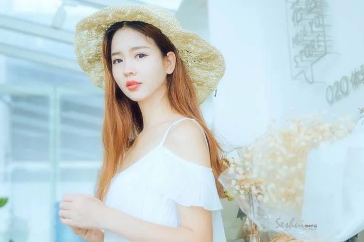 写真集 草帽纯白连衣裙女孩_图片 No.11