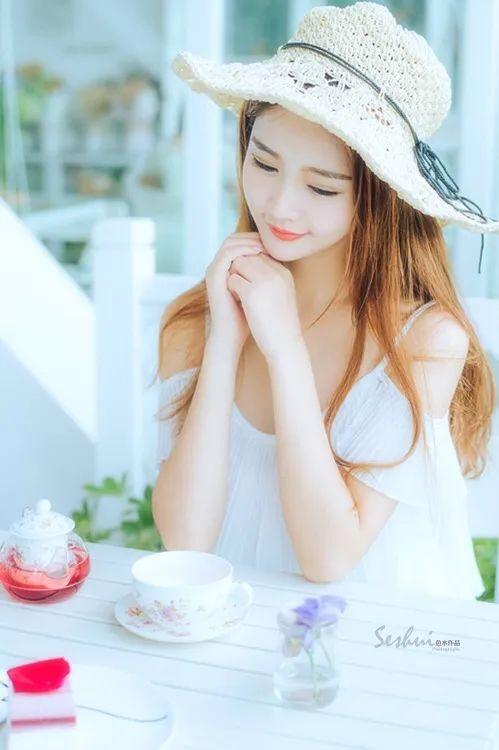 写真集 草帽纯白连衣裙女孩_图片 No.18