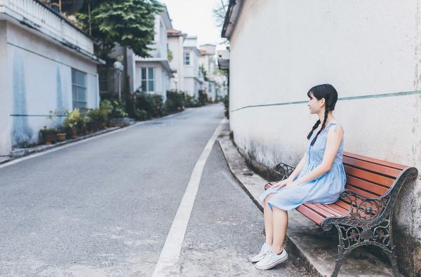 妹子摄影 – 20岁的某一天,麻花瓣长裙_图片 No.1