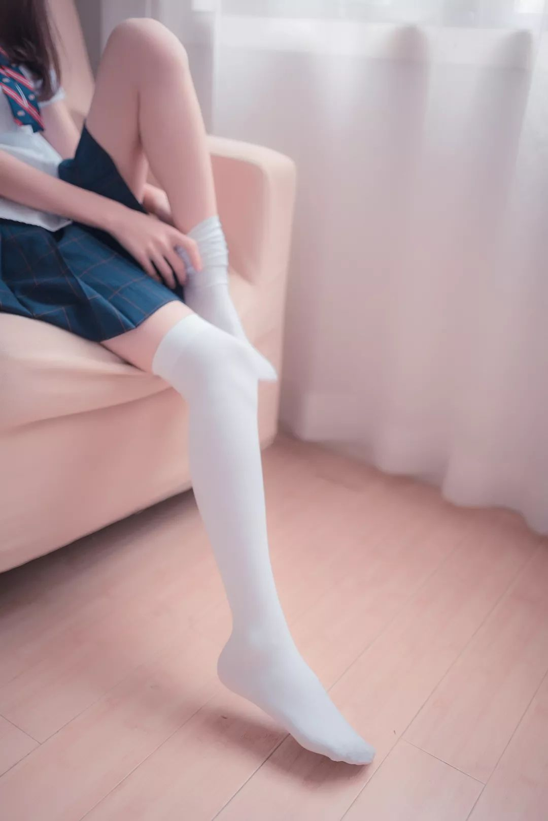 妹子摄影 – 湿透的白丝袜美腿_图片 No.5