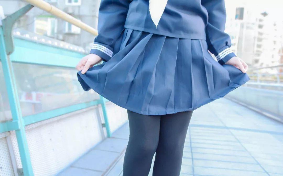 妹子摄影 – 长筒袜与短裙之间白皙的绝对领域_图片 No.9