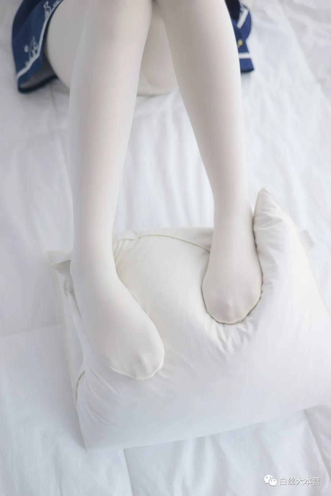 妹子摄影 – 白色丝袜大长腿合集_图片 No.4