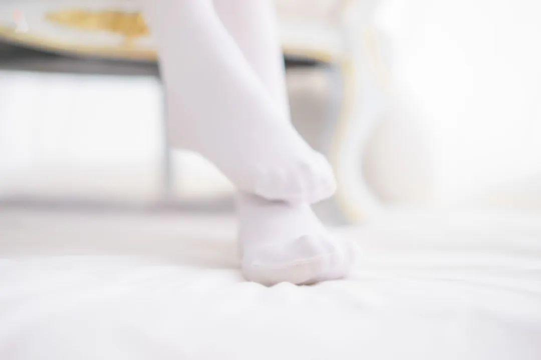 妹子摄影 – 白色丝袜大长腿合集_图片 No.9