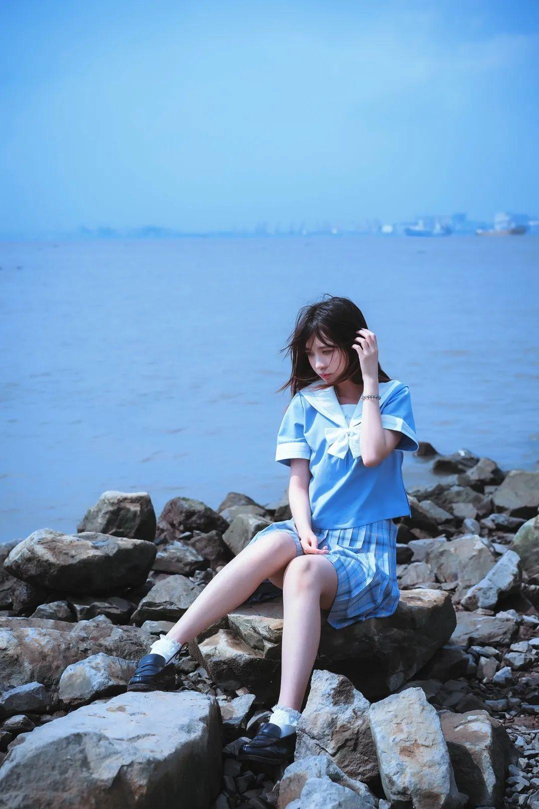 妹子摄影 – JK制服美腿少女坐在海边_图片 No.2